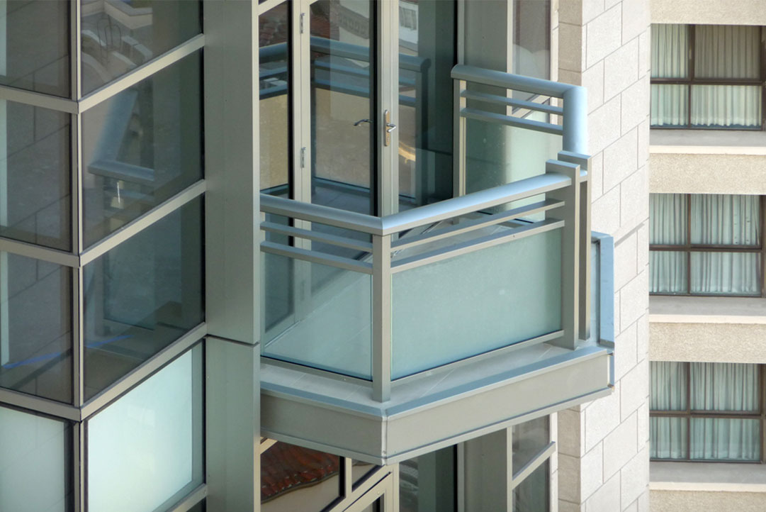 Carlyle Whilshire Blvd Glass Railing